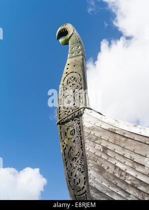 Nachbildung eines Wikinger-Schiffes in der Nähe von Haroldswick, Unst Island, Shetland Inseln, Schottland. - Stockfoto