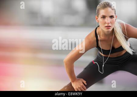 Frau, dehnen vor dem Training - Stockfoto