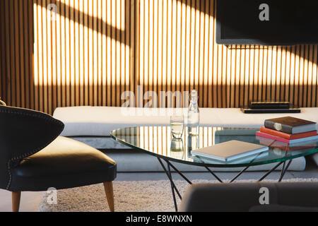 Fenster-Schattenwurf in moderne Wohnzimmer - Stockfoto