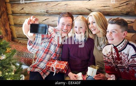 Familie unter Bild gemeinsam auf Weihnachten - Stockfoto