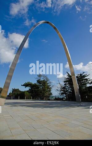 Das Memorial Arch in Folkestone.  Erbaut im Jahr 2014, erinnert sich der Bogen Tausende von Soldaten aus WW1 - Stockfoto