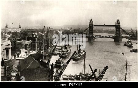 Tower Bridge und der Themse mit Schiffen, London, England, Vereinigtes Königreich, Postkarte, um 1910 - Stockfoto