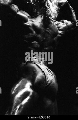 NEW YORK, NY-NOVEMBER 1: Teilnehmer konkurrieren in der 1993 Ms.. Olympia Bodybuilding-Wettkampf. - Stockfoto