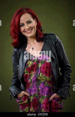 Vocal Coach, Richter und TV-Moderatorin Carrie Grant erscheint das Edinburgh International Book Festival. - Stockfoto