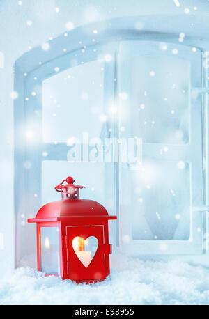 weihnachten rote laterne mit brennender kerze und ornamente im schnee stockfoto bild 93084154. Black Bedroom Furniture Sets. Home Design Ideas