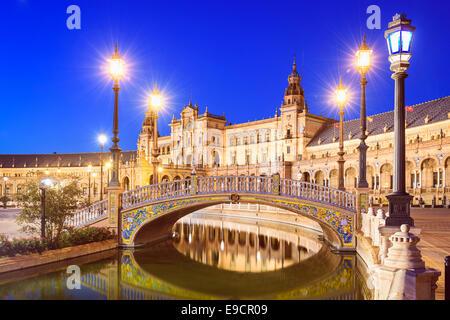 Sevilla, Spanien am spanischen Platz (Plaza de Espana). - Stockfoto