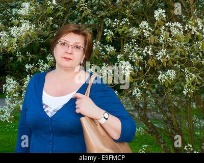 Frau mittleren Alters im park - Stockfoto