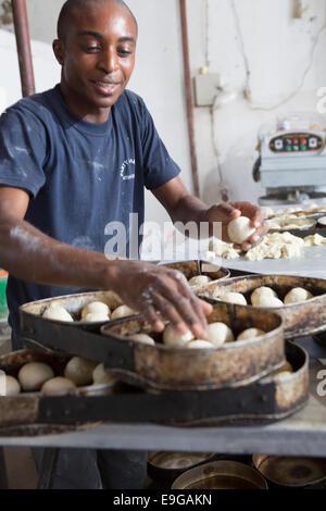 Kommerziellen Bäckerei in Dar Es Salaam, Tansania, Ostafrika. - Stockfoto
