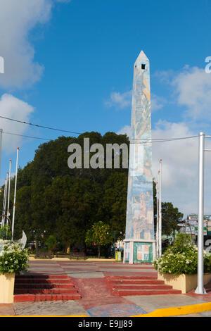 Dominikanische Republik, Osten, La Romana, Obelisk der Avenida Libertad