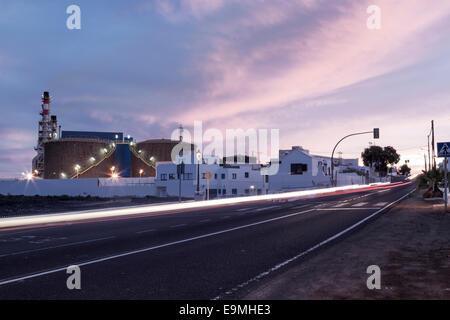 Sonnenuntergang vor der Powerstation in Lanzarote - Stockfoto
