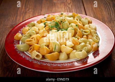 Farbenfrohe italienische Conchiglie pasta - Stockfoto