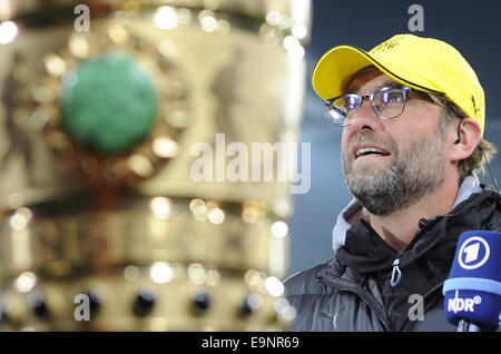 Dortmunds Trainer Juergen Klopp vor dem DFB-Pokal 2. Runde Spiel zwischen FC St. Pauli und Borussia Dortmund am - Stockfoto