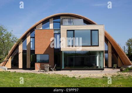 Haus mit geschwungenen Dach, Crossway, Kent, England, UK. - Stockfoto