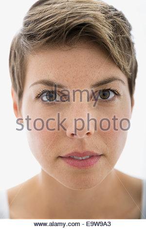 Porträt von Ernst blonde Frau hautnah - Stockfoto