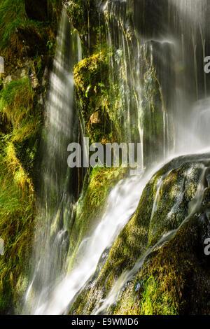 Wasserfall neben Thornton Kraft in der Nähe von Ingleton in den Yorkshire Dales National Park - Stockfoto