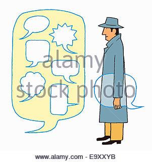 Mann im Trenchcoat social Networking mit Sprechblasen - Stockfoto