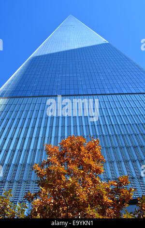 World Trade Center Tower One am Tag öffnete das Bürogebäude für die Arbeitnehmer. - Stockfoto
