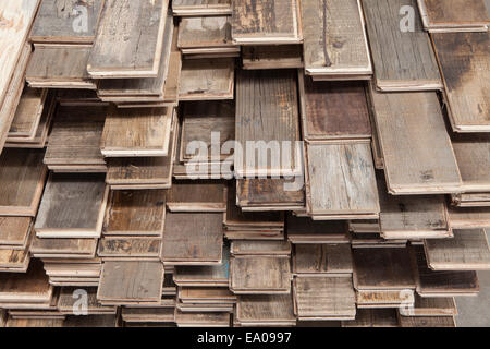 Stapel von behandelten Holzböden in Fabrik, Jiangsu, China - Stockfoto