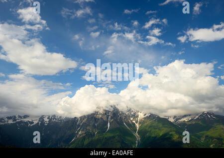 Blick auf ferne Berge, Mazeri Dorf, Swanetien, Georgia - Stockfoto