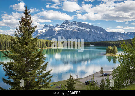 Lake Minnewanka und zwei Jack Lake, Banff Nationalpark, Alberta, Kanada, Nordamerika. - Stockfoto