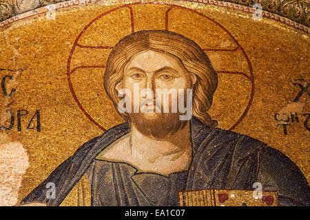 Christus Pantokrator-Mosaik in das Tympanon zwischen Exonarthex und Narthex der Chora-Kirche, Istanbul, Türkei. - Stockfoto