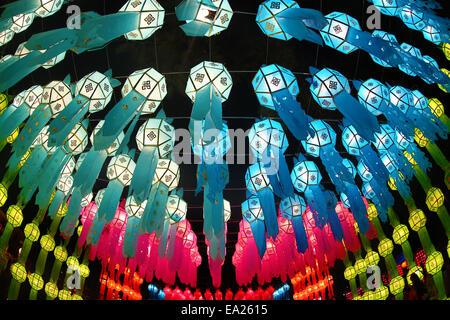Chiang Mai, Thailand. 5. November 2014. Der erste Tag der buddhistischen Loy Krathong Festival des Lichts wurde - Stockfoto