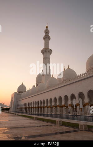 Sheikh Zayed Grand Moschee, Abu Dhabi, Vereinigte Arabische Emirate, Naher Osten - Stockfoto