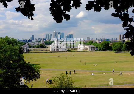 Das Old Royal Naval College in Greenwich, angesehen vom Observatorium in Greenwich. - Stockfoto