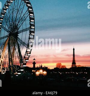 Frankreich, Paris, Riesenrad im Louvre - Stockfoto