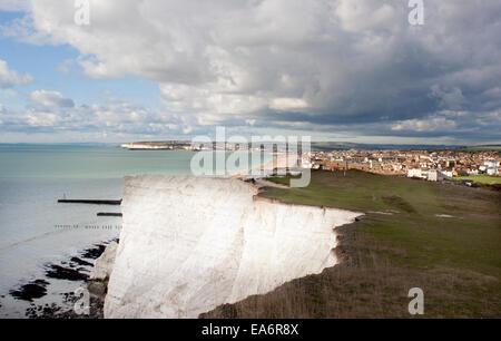 Dramatische East Sussex Küstenlinie und stimmungsvoller Himmel - Seaford und Newhaven - Stockfoto