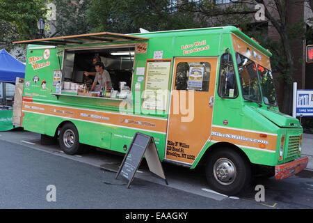 Mike 'n Willies Imbisswagen auf der Atlantic Avenue in Brooklyn vor Mittag Kunden kommen - Stockfoto