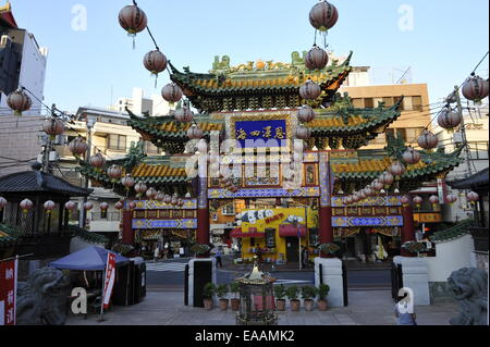 Beautiful Mazu Miao chinesischen Tempel Tor in Yokohama Chinatown, Japan - Stockfoto