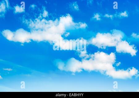 Cumulus Wolken Befpre ein blauer Himmel - Stockfoto