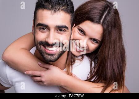 Porträt von wenigen lustig Liebe umarmen einander - Stockfoto