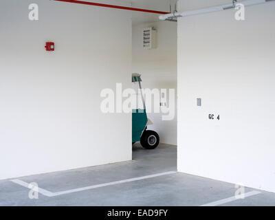 Golf-Cart Parkplatz Garage, Florida - Stockfoto
