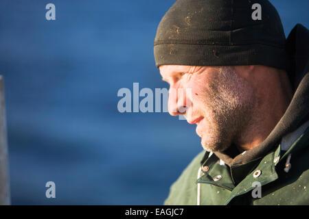 Porträt von Jens Klaar Commercial Heilbutt fischen In Ikatan Bay in der Nähe von falschen Pass, Südwest-Alaska, - Stockfoto