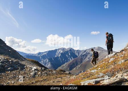 Erkunden Sie, Freundschaft, Wanderer, Tundra, Sommer - Stockfoto