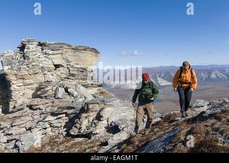 Erkunden Sie, Cliff, Ridge, Freundschaft, Wanderer, Tundra - Stockfoto