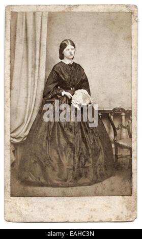 Viktorianische Carte De Visite Portrat Einer Jungen Frau Aus Der Humphrey Studio Cheltenham