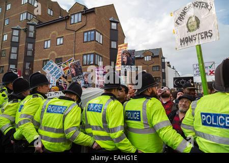 Rochester, Großbritannien. 15. November 2014.  Großbritanniens erste Unterstützer Zusammenstoß mit Antifaschisten - Stockfoto
