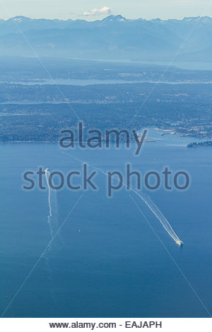 Luftaufnahme des Speed-Boot auf dem Meer - Stockfoto