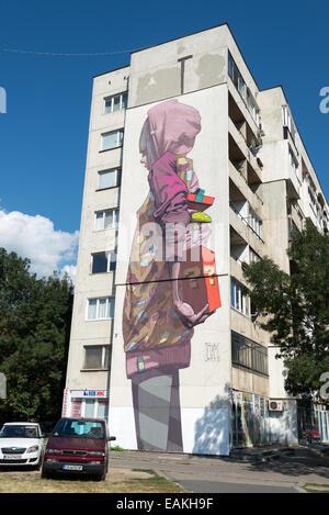 Graffiti-Kunstwerk von Etam an einem Wohnblock, Sofia, Bulgarien - Stockfoto