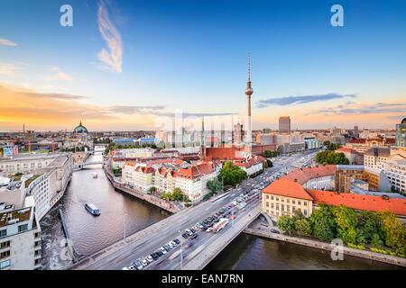 Berlin, Deutschland-Skyline an der Spree. - Stockfoto