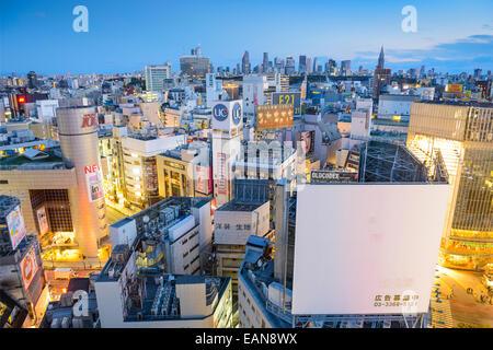TOKYO, JAPAN - 31. März 2014: Stadtansicht Blick auf die Shibuya. Shibuya ist eine berühmte Fashion Center und Nachtleben - Stockfoto