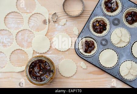 Homemade Christmas Hackfleisch Kuchen backen - Stockfoto