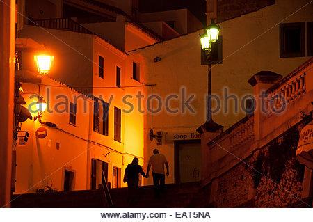 Blick auf Pere Capllong Straße in der Stadt von Ciutadella auf Menorca Insel. - Stockfoto