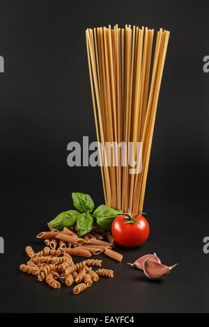 Die Vollkorn Pasta pelt Pasta' - Stockfoto