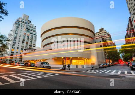 Das Guggenheim-Museum auf der 5th Avenue in New York City, USA. - Stockfoto