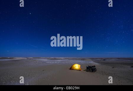 Camping unter den Sternen in der Sahara, Ägypten - Stockfoto