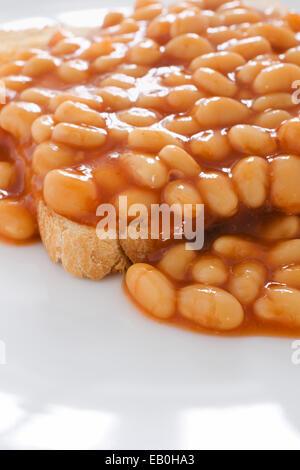 Gebackene Bohnen in Tomatensauce auf toast - Stockfoto